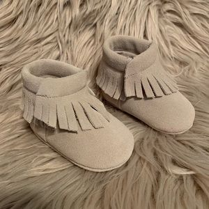 Suede leather moccasin fringe booties Sz 1